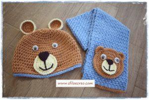 Berretto e sciarpa con orsetto
