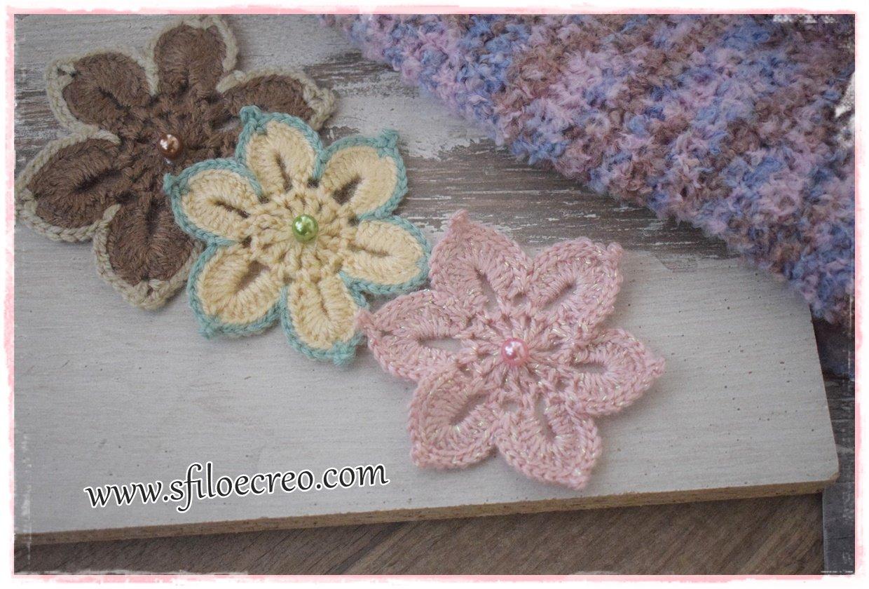 fiori decorativi a uncinetto