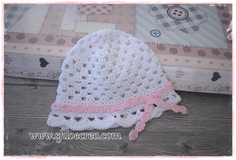 cappellino a uncinetto da bimba con trafori